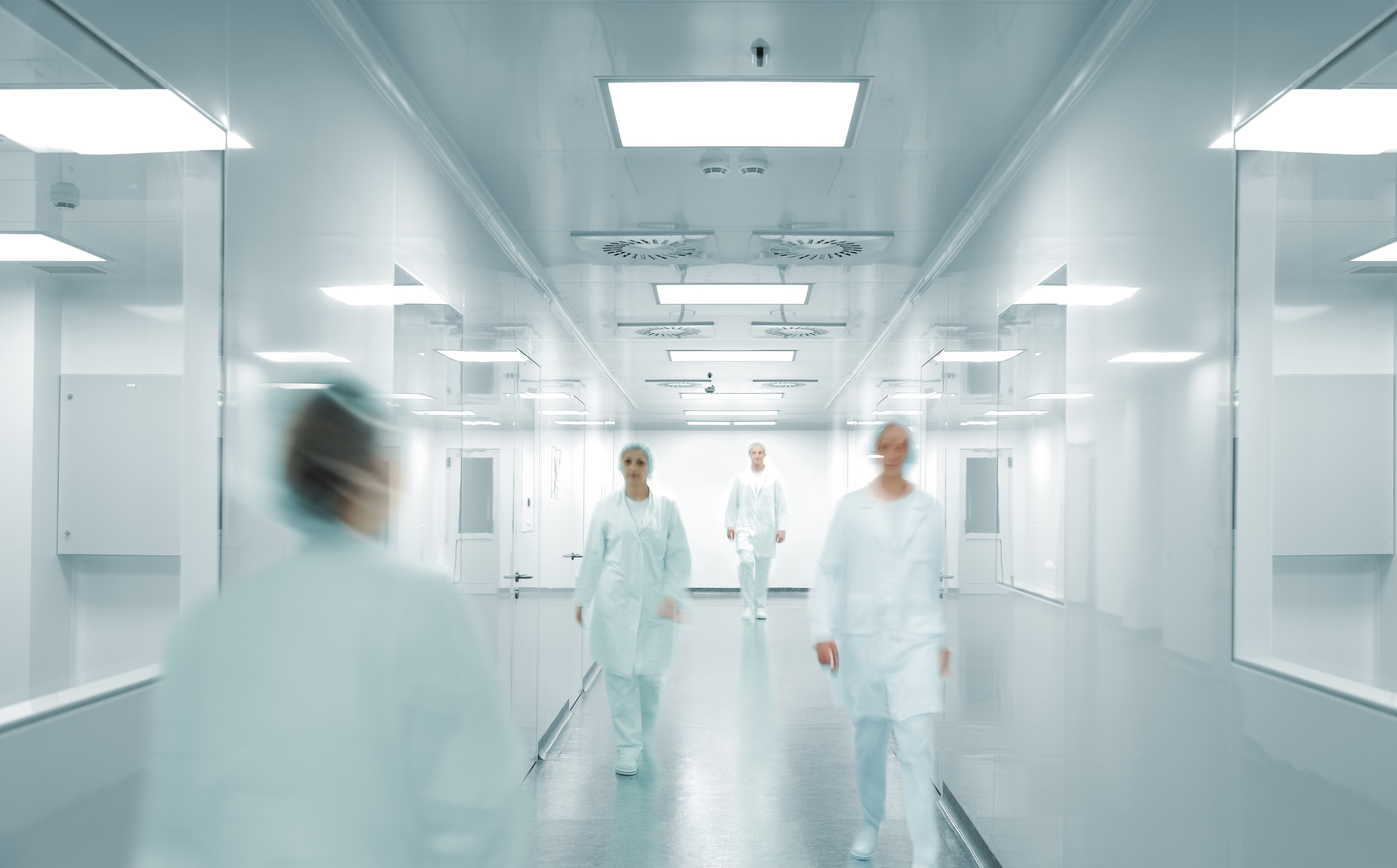 GMP-personnel-in-pharmaceutical-facility